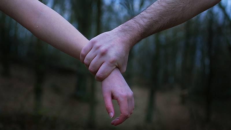 Punto de enlace - Primer informe sobre abusos sexuales en menores. Hablan las víctimas - escuchar ahora