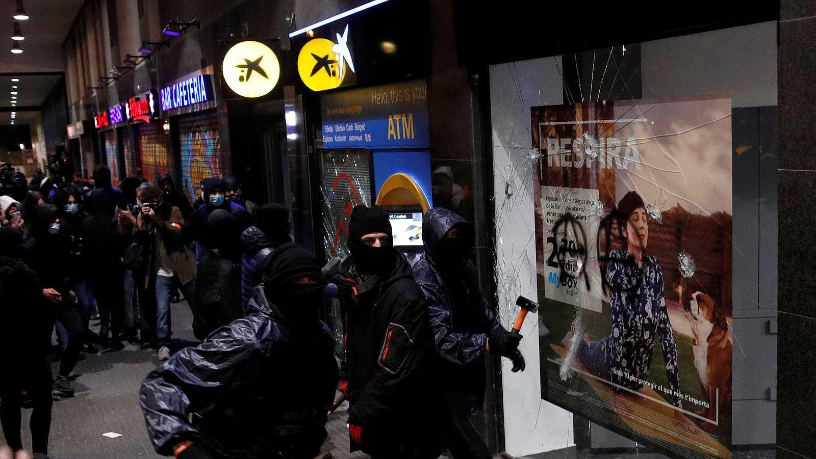 """14 horas - La patronal catalana pide a las instituciones que frenen los actos vandálicos: """"La violencia se está enquistando de forma preocupante"""" - Escuchar ahora"""