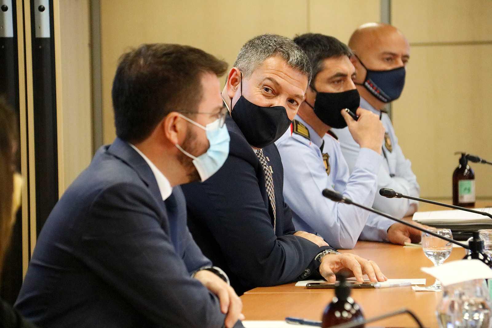 Sàmper i Colau mostren la unitat institucional per rebuitjar la violència dels darrers dies a Barcelona