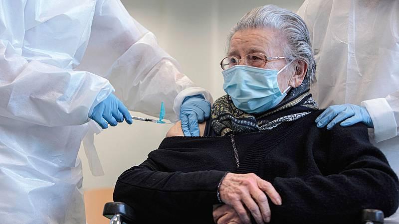 """Las mañanas de RNE con Íñigo Alfonso - """"No es justo que nuestros mayores tengan que desplazarse a 20 km para vacunarse"""" - Escuchar ahora"""