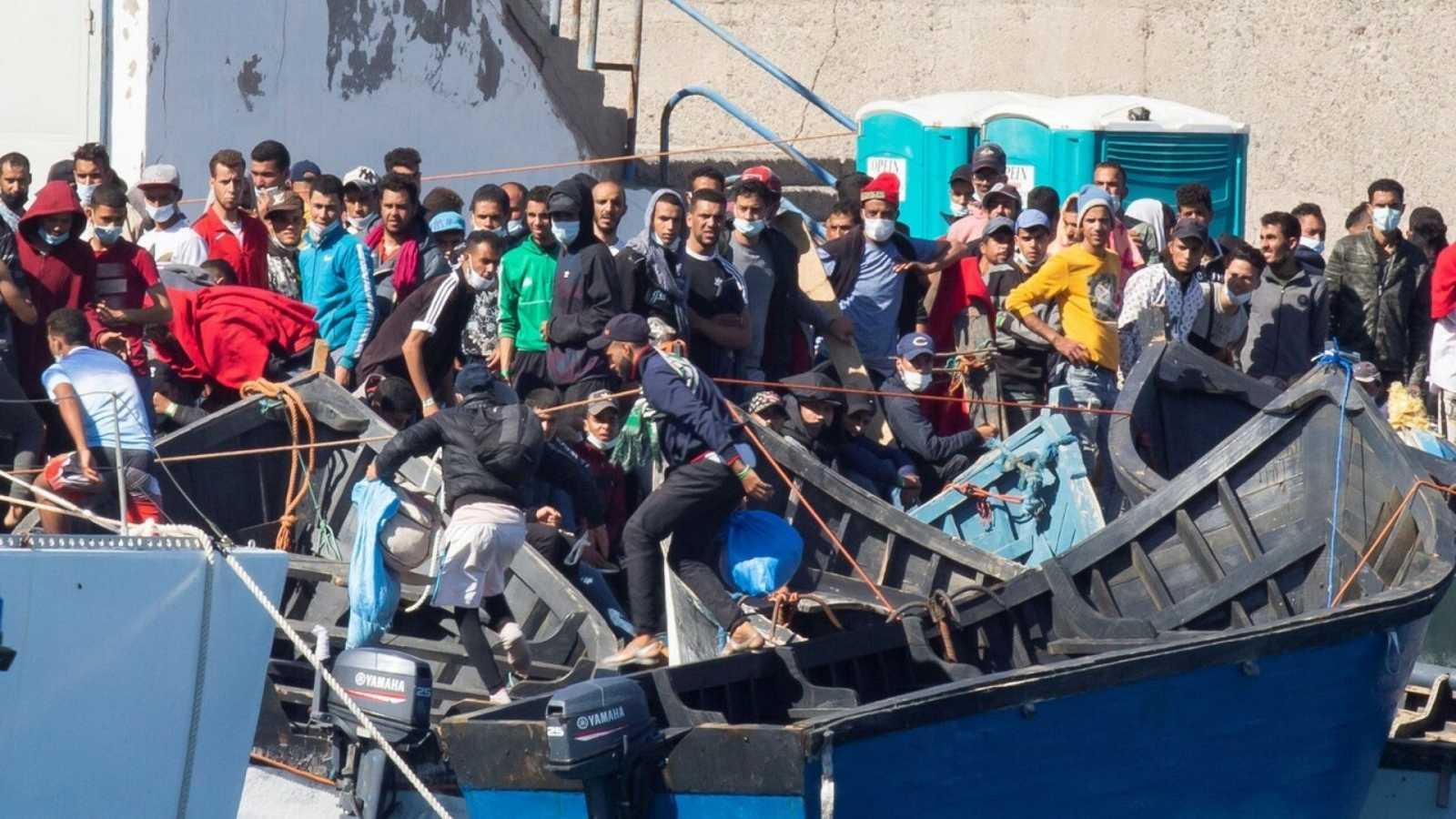 Boletines RNE -  El Defensor del Pueblo critica la falta de una política migratoria de Estado - Escuchar ahora