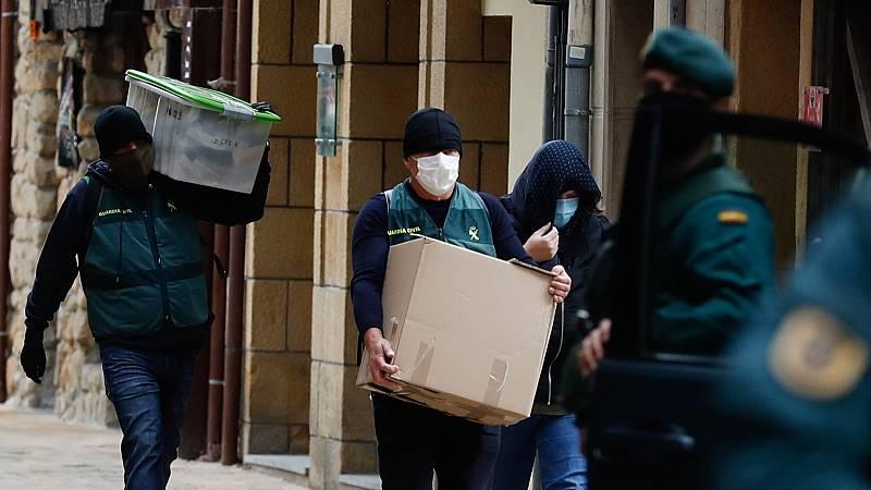 Las mañanas de RNE con Íñigo Alfonso - Se destruye parte del arsenal  incautado de la banda terrorista ETA - escuchar ahora