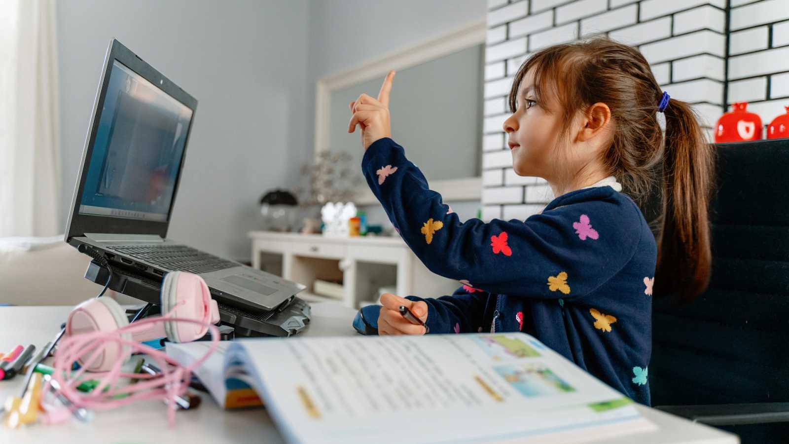 Marca España - La educación 'online' en España en tiempos de COVID - 04/03/21 - escuchar ahora