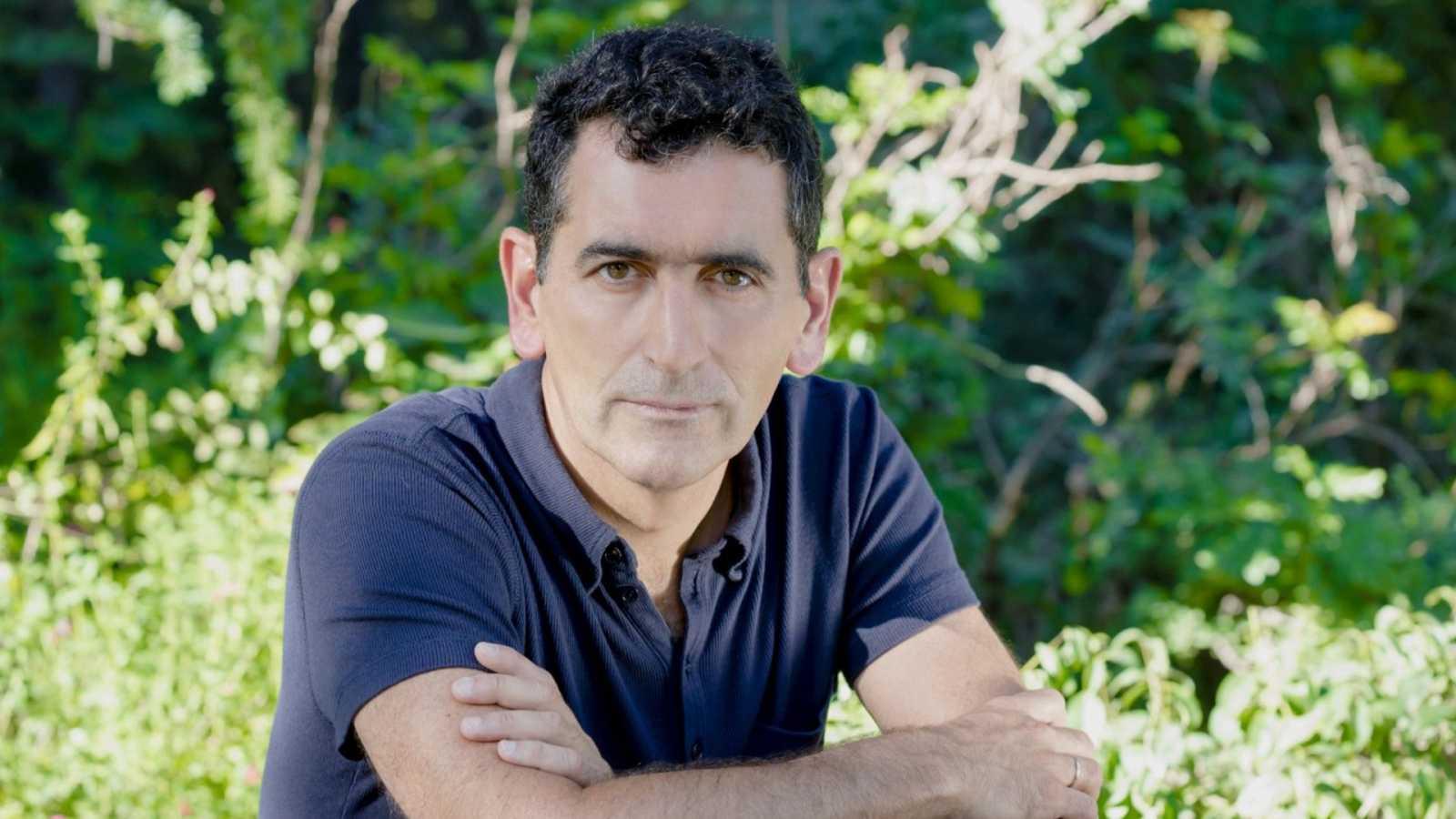 El café lo hago yo - Juan Mayorga: 'Que en la RAE haya más mujeres es necesario y justo' - 21/03/21 - Escuchar ahora