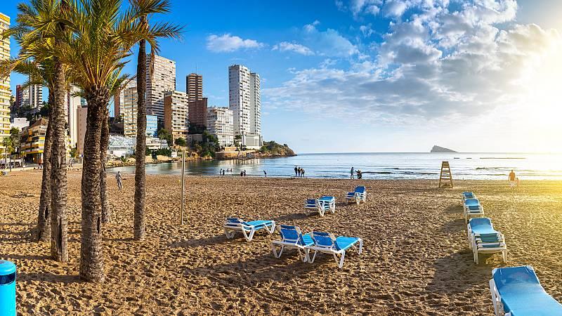 Más cerca - El turismo de sol y playa reclama las ayudas europeas - Escuchar ahora