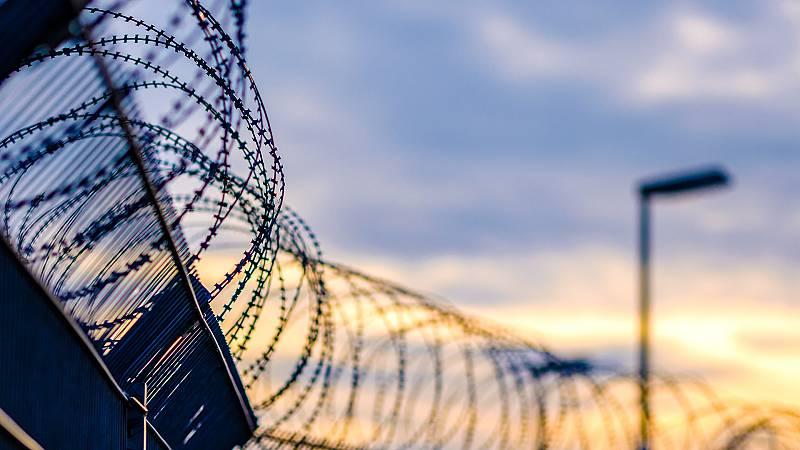 """Por tres razones - """"Si eres productivo en la cárcel, te proporciona beneficios"""" - Escuchar ahora"""