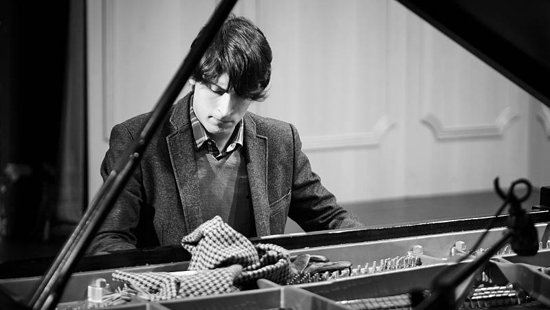 Juan Barahona o la honestidad al piano - escuchar ahora