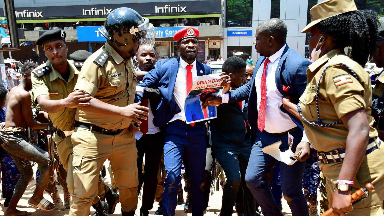 África hoy - La detención de Bobi Wine en Uganda - 19/03/21 - escuchar ahora