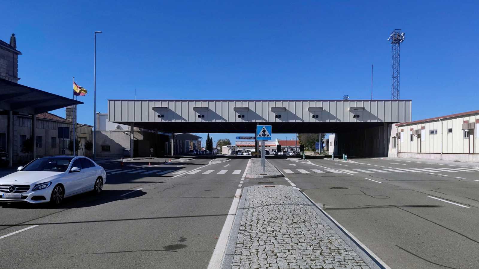 España a las 8 Fin de Semana - Foco España: Un autobús para evitar el despoblamiento de Fuentes de Oñoro - Escuchar ahora