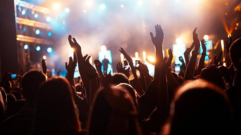 Por tres razones - Un concierto sin distancia de seguridad, ¿pronto? - 22/03/21 - escuchar ahora