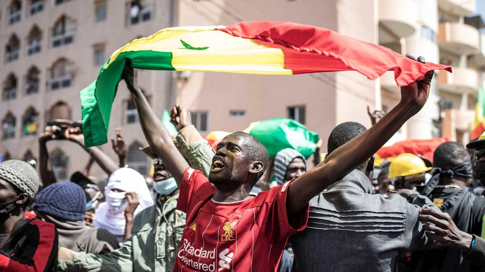 África hoy - Activistas senegaleses se manifiestan pidiendo la liberación del líder opositor Ousmane Sonko - 24/03/21 - escuchar ahora