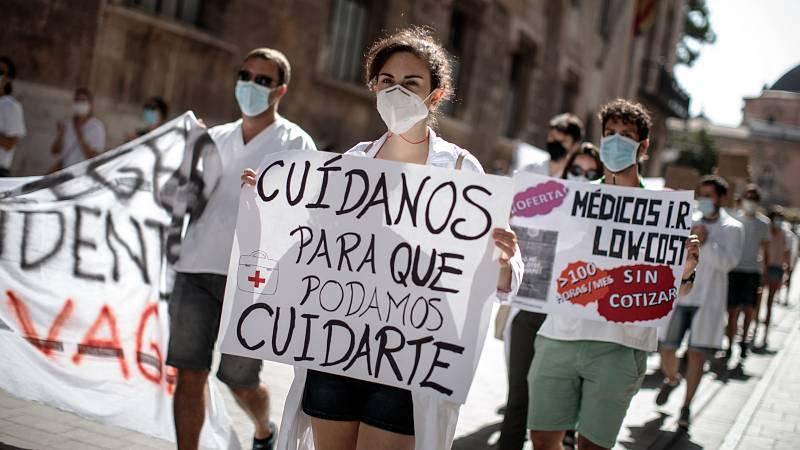 """Las mañanas de RNE con Íñigo Alfonso - El impacto de la pandemia en la formación de los MIR: """"Se nos está usando como mano de obra barata para cubrir déficits estructurales"""" - Escuchar ahora"""