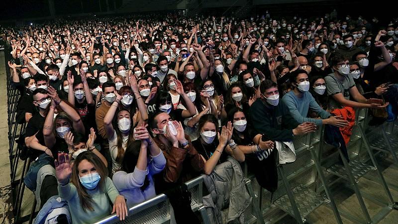 """24 horas Fin de Semana - 20 horas - López Hoyos, inmunólogo, sobre el concierto de Barcelona: """"Por mucha mascarilla que lleven, va a haber contacto"""" - Escuchar ahora"""