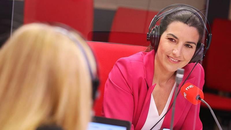 """Las mañanas de RNE con Íñigo Alfonso - Rocío Monasterio, VOX: """"Sánchez utiliza a las mujeres en su beneficio. Las pone en una foto como si fueran floreros. A mí me da vergüenza"""" - escuchar ahora"""