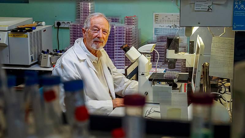 """Las mañanas de RNE con Íñigo Alfonso - Luis Enjuanes: """"Nuestra vacuna incorpora un conjunto de mutaciones con las variantes británica, brasileña y sudafricana. Habrá que revisarla cada año"""" - escuchar ahora"""