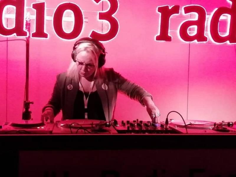 Fluido rosa - Sesión de Pasión - 05/04/21 - escuchar ahora