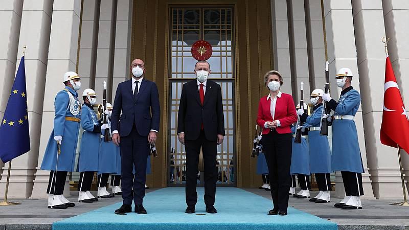 Cinco Continentes - Los líderes de la UE en Turquía en busca de un acercamiento - Escuchar ahora