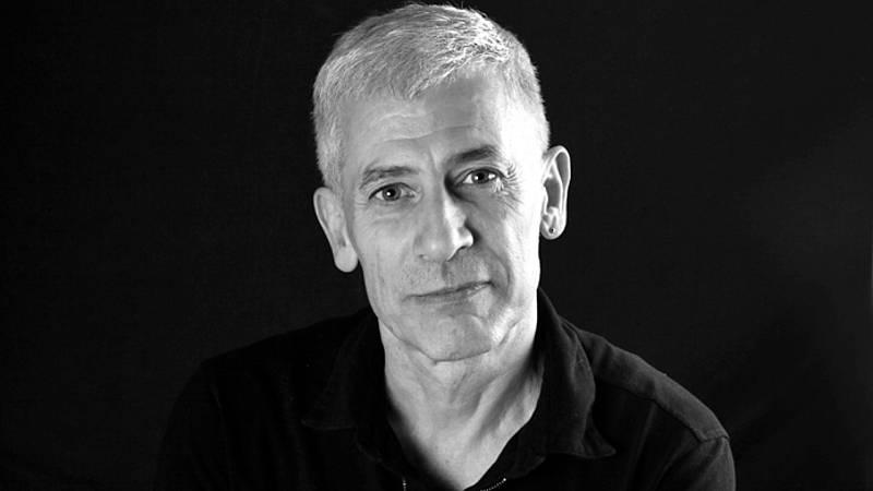 Libros de arena - Jose Ovejero y 'Humo' - Escuchar ahora