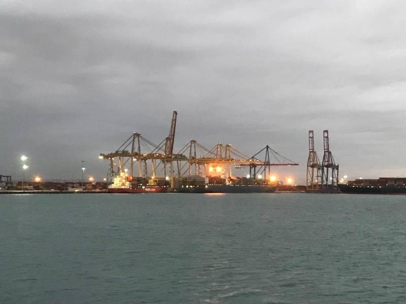 Llegan al Puerto de Valencia barcos Suez - 07/04/21 - Escuchar ahora