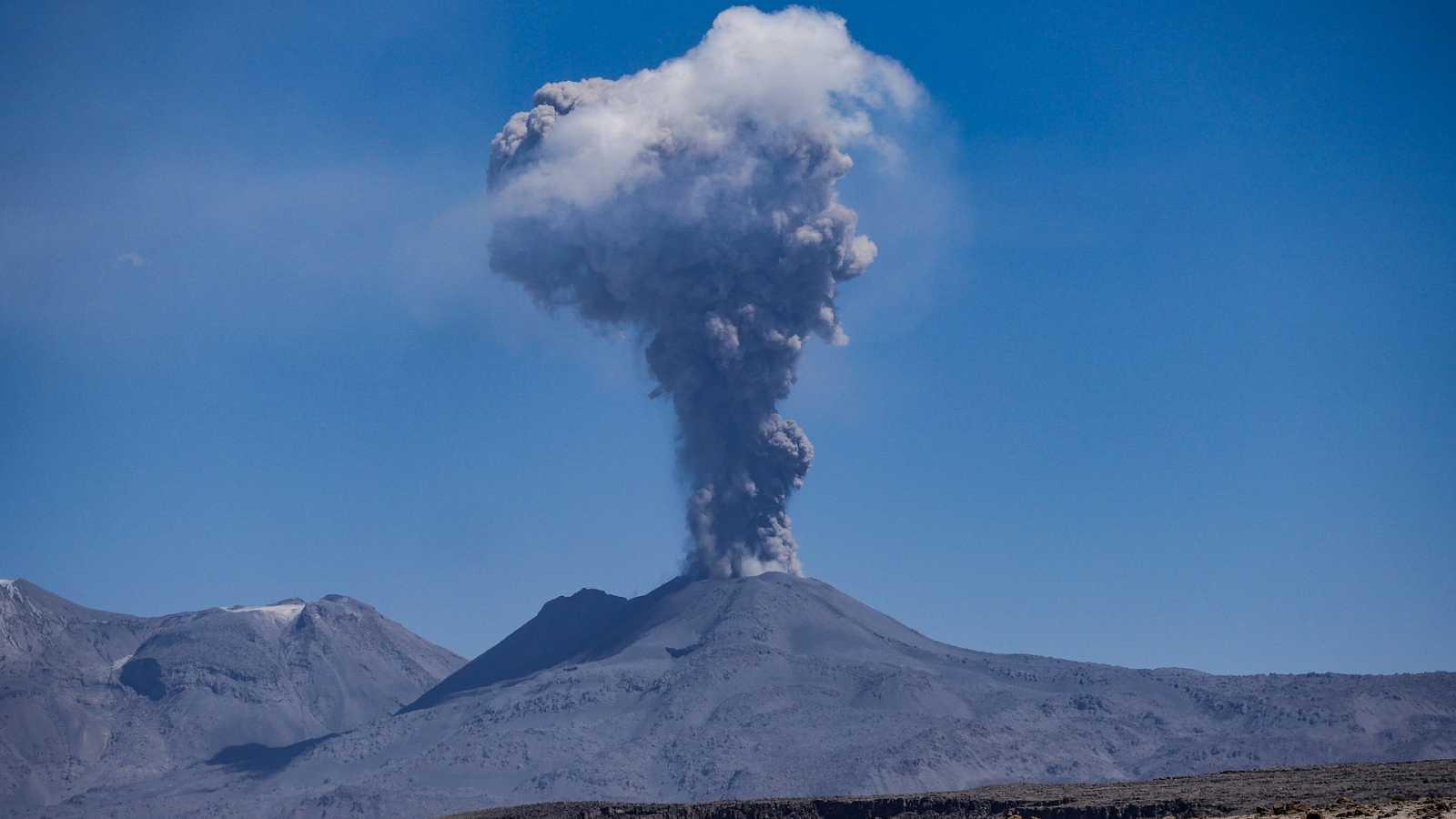 El gallo que no cesa - El rincón del caos: El volcán que nos dejó sin verano - Escuchar ahora
