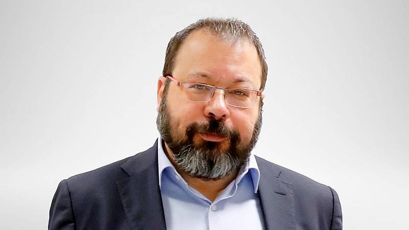 """Las mañanas de RNE con Íñigo Alfonso - César Hernández, AEMPS: """"Estudiamos qué reacción puede haber con la segunda dosis de AstraZeneca""""  - escuchar ahora"""