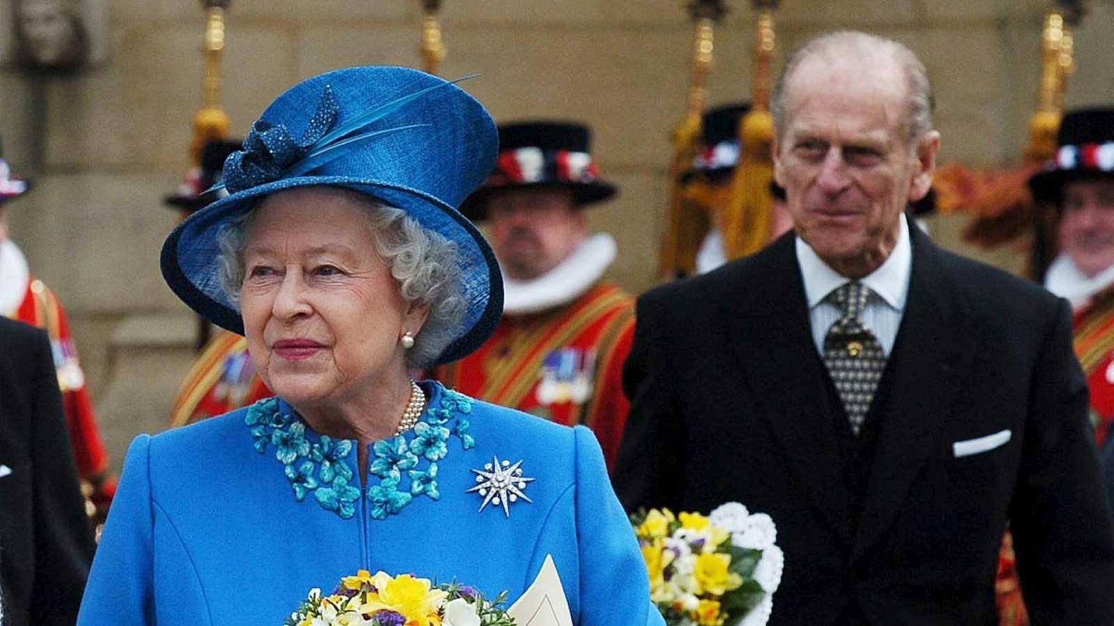 Más cerca - El duque de Edimburgo, siempre un paso por detrás de Isabel II - Escuchar ahora
