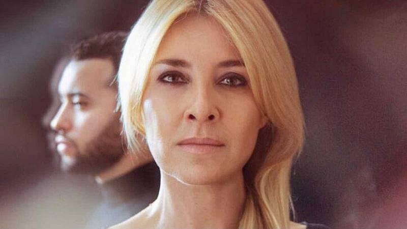 Tarde lo que tarde - Cayetana Guillén Cuervo y Ayoub El Hilali presentan 'Puertas abiertas' - Escuchar ahora