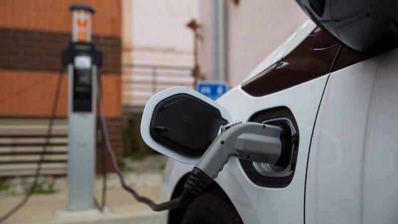 Más cerca - El reto de multiplicar los puntos de recarga para coches eléctricos - Escuchar ahora