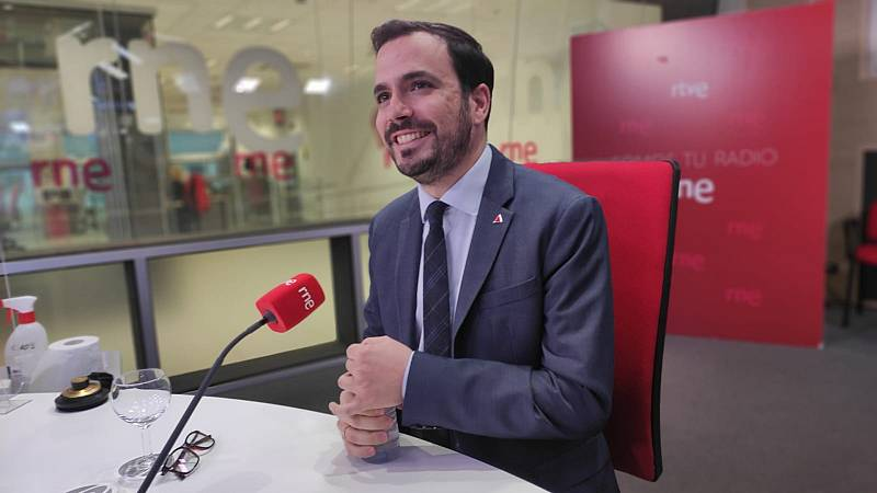 """Las mañanas de RNE con Íñigo Alfonso - Alberto Garzón, ministro de Consumo: """"Si los científicos plantean un cambio en el estado de alarma no descartamos nada. Sería absurdo"""" - Escuchar ahora"""