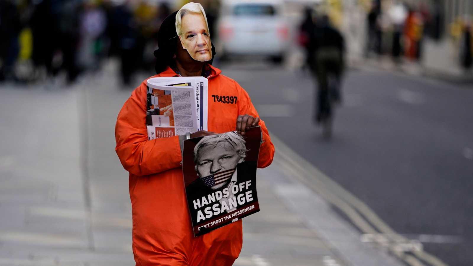 Código Crystal - Assange, el espía espiado y la guerra memética - 17/04/21 - Escuchar ahora