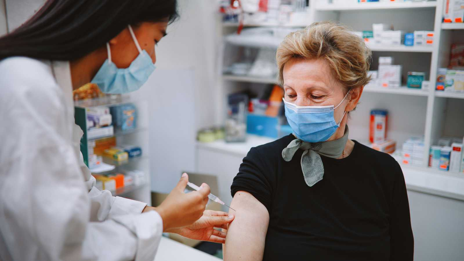 Punto de enlace - Las vacunas contra la COVID son seguras - 16/04/21 - escuchar ahora