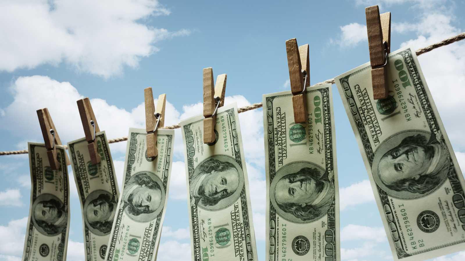 Más cerca - ¿Cómo se previene el blanqueo de capitales? - Escuchar ahora