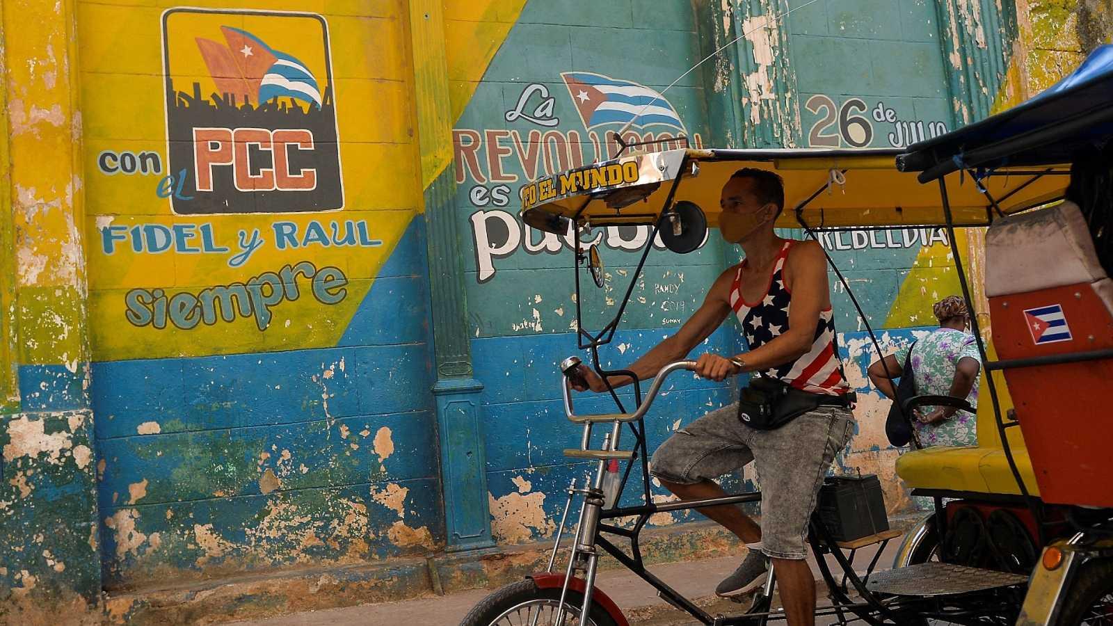 Reportajes 5 Continentes - Raúl Castro, a punto de ceder el liderazgo del PC de Cuba - Escuchar ahora