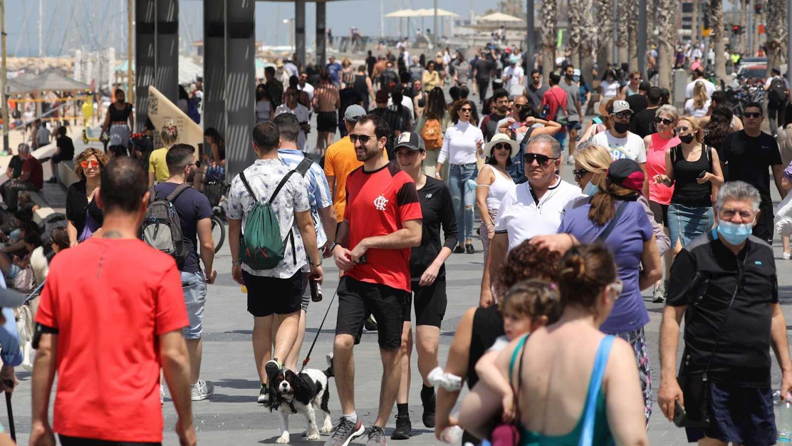 España a las 8 Fin de Semana - Israel levanta el uso obligatorio de mascarillas al aire libre - Escuchar ahora