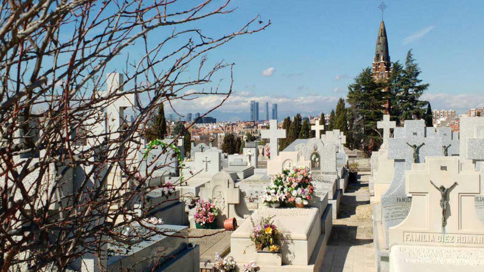 24 horas - Horror en el cementerio - Escuchar ahora