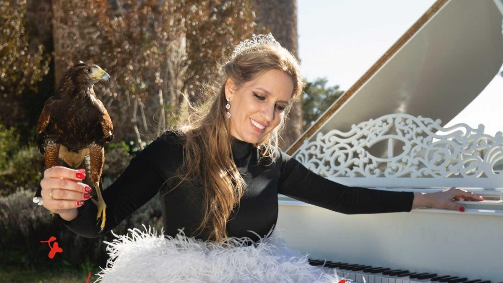 Tarde lo que tarde - La ranchera El Rey con el flamenco de María Toledo - Escuchar ahora