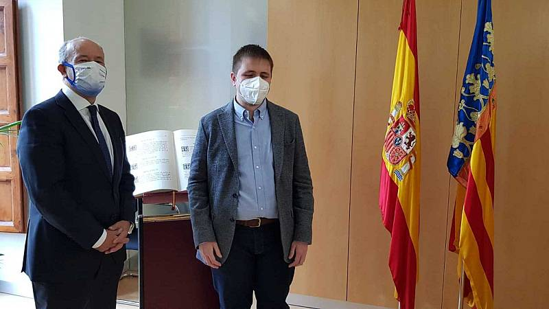 Por tres razones - Héctor Melero, el primer fiscal ciego de España - Escuchar ahora