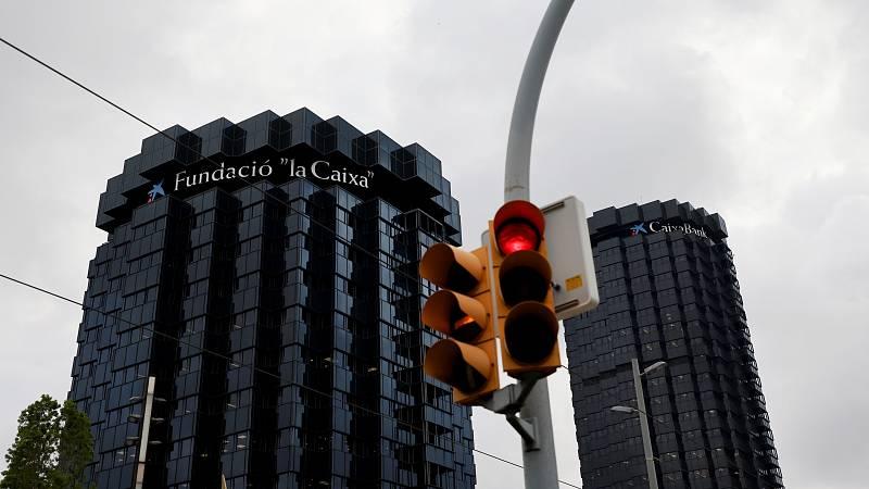 """Las mañanas de RNE con Íñigo Alfonso - Los sindicatos comienzan a negociar el ERE con Caixabank: """"Es una vergüenza que el banco con más beneficios se plantee despedir a 8.300 personas"""" - Escuchar ahora"""