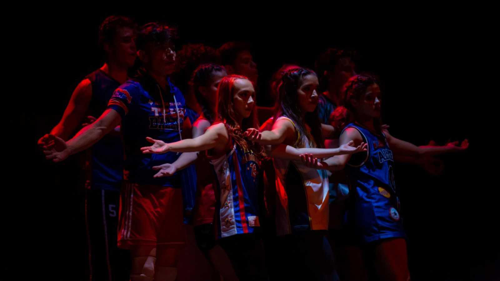 Hora América - La bailarina y coreógrafa Luz Arcas en San Salvador con La Phármaco - escuchar ahora