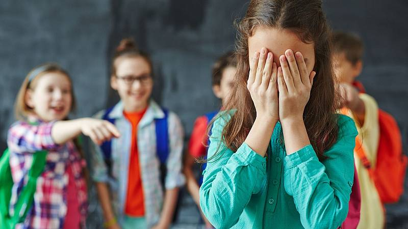 """14 horas - Dos de cada diez niños reconocen haber sido víctimas de acoso escolar: """"Mi hijo perdió la autoestima"""" - Escuchar ahora"""