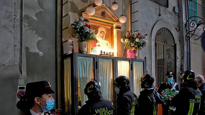 14 horas - Los carabinieri retiran el altar a Sibillo, un adolescente que se hizo con el control de Nápoles - Escuchar ahora