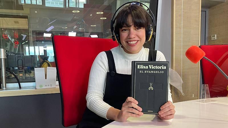 Tarde lo que tarde - 'El evangelio' de Elisa Victoria - Escuchar ahora