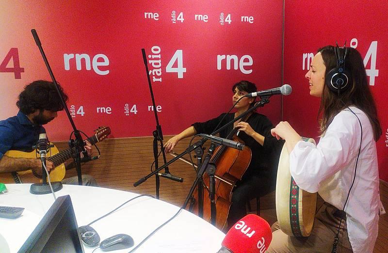 Wonderland - Poetes catalanes musicalitzades per Carola Ortiz - Escuchar ahora