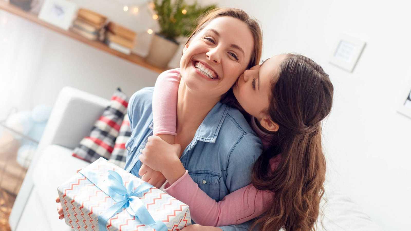 14 Horas Fin de Semana - Las madres y su día - Escuchar ahora