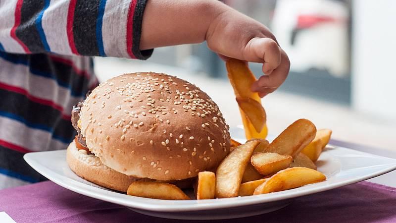 Más cerca - La importancia de aprender a comer bien desde niños - Escuchar ahora