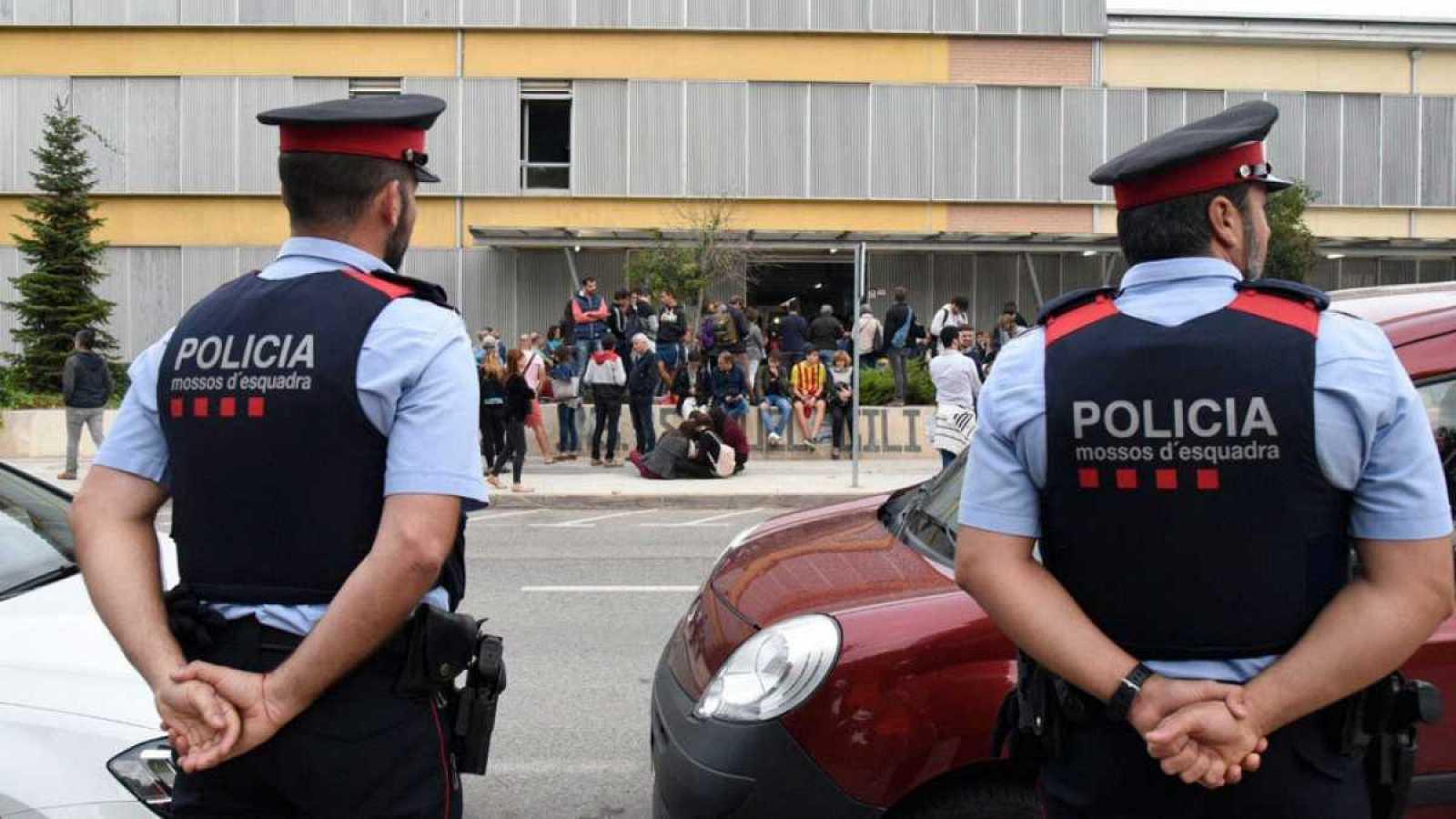 Edició Vespre - Catalunya prepara la normativa per poder decretar mesures excepcionals per frenar la pandèmia