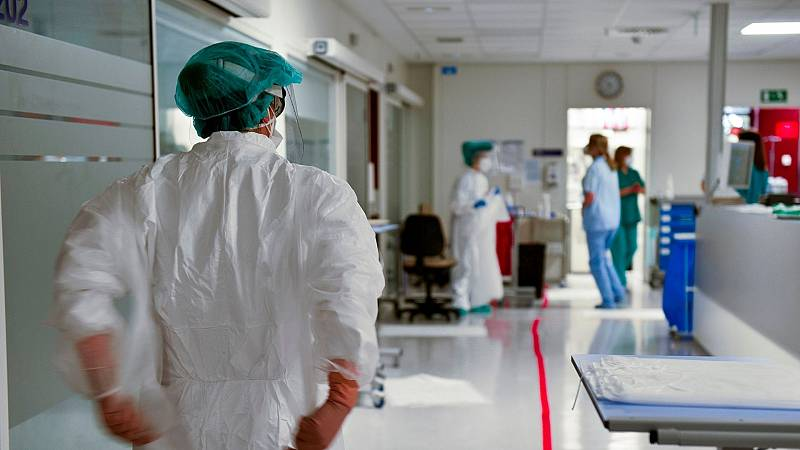 14 horas - En busca de tratamientos eficaces para la distintas fases de la COVID-19 - Escuchar ahora