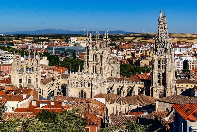 Por tres razones - ¿Podría la Catedral de Burgos dejar de ser Patrimonio de la Humanidad? - 05/05/21 - escuchar ahora