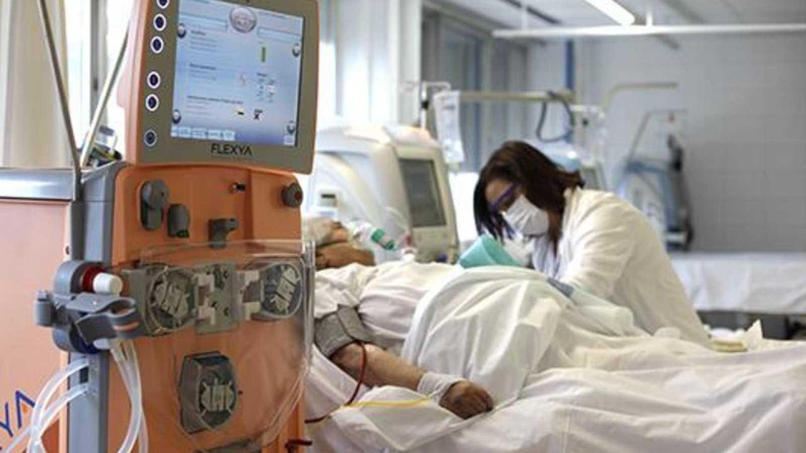 Vall d'Hebron assaja si filtrar la càrrega viral de la sang millora l'estat de pacients crítics amb covid