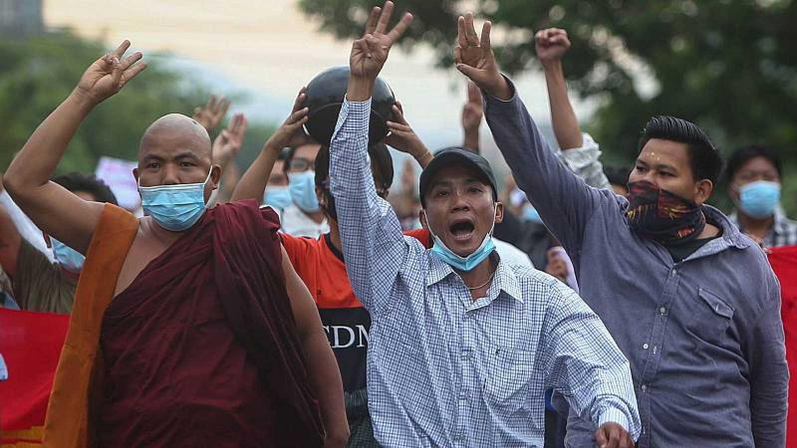 En Directe a Ràdio 4 - Al teu costat: Birmània: de democràcia a dictadura
